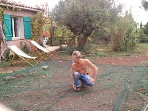 Il est temps de réparer les trous dans les filets avant de récolter...